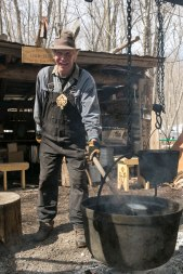 almonte-sugarbush-activities_FortuneFarms-150403-0369